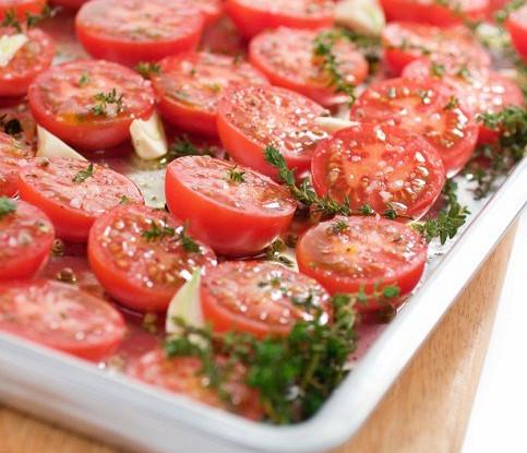 Жареные томаты с чесноком и оливковым маслом