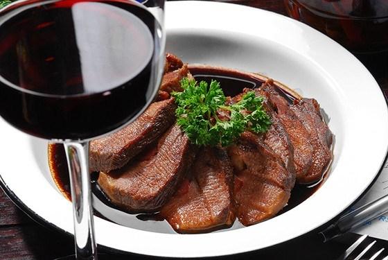Говядина в винном соусе