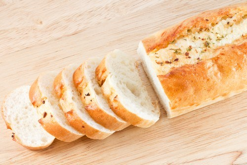 Постный хлеб из спельтовой муки с розмарином и зеленым перцем