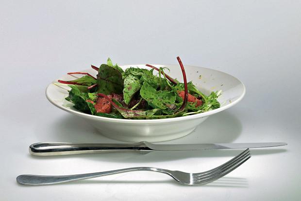Смесь салатов с мятно-цитрусовой заправкой