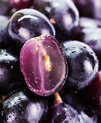 Маринованный виноград с корицей и черным перцем