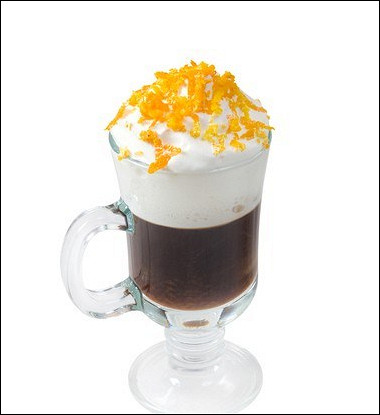Кофе с ликером «Гранд Марнье» и апельсиновыми сливками