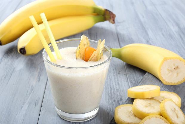 Банановый молочный коктейль с ванилью