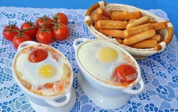 Глазунья с перцем и помидорами пелати