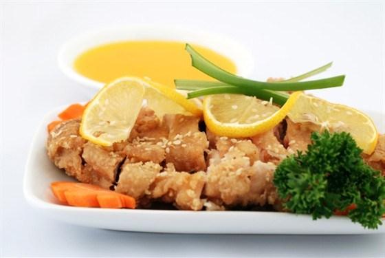 Хрустящая курица в лимонном соусе