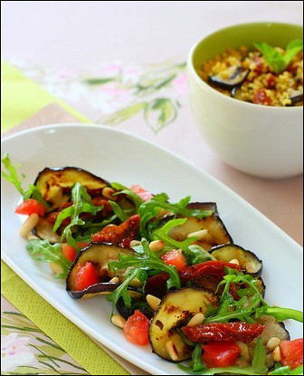 Итальянский салат из баклажанов на гриле и томатов