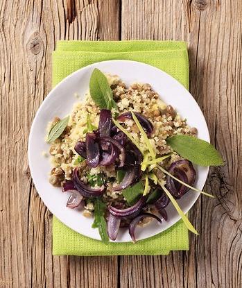 Салат с кускусом, семенами подсолнуха и кунжутом