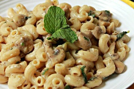 Паста с грибами и нежным мятным соусом