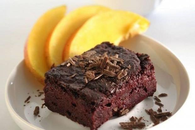 Шоколадный кекс со свеклой и тофу