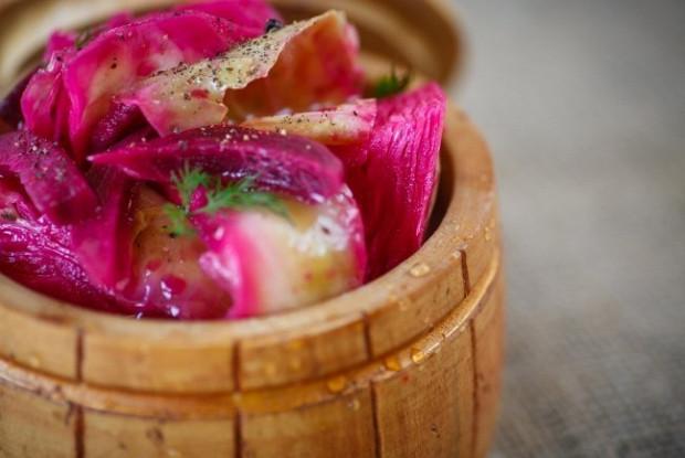 рецепт капусты в свекольном маринаде