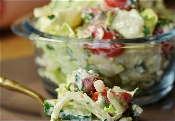 Салат из свежих овощей с сырно-горчичной заправкой