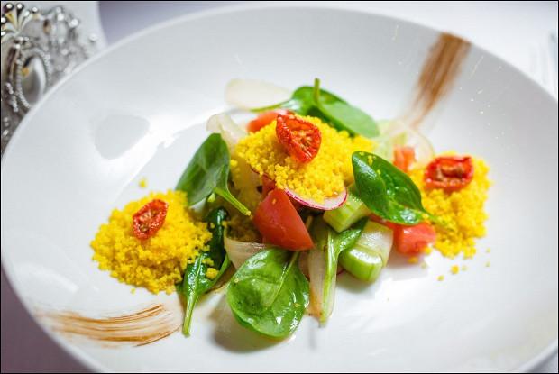 Салат из хрустящих овощей с сельдереем, кус-кусом и горчично- цитрусовой заправкой