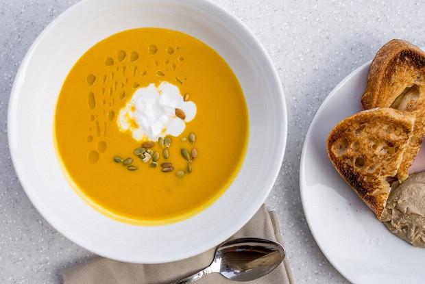 Крем-суп из тыквы с медом, имбирем и кокосом