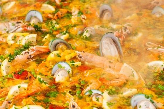 Рис с креветками, мидиями и морским чертом