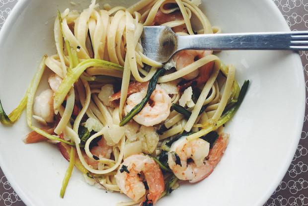 Спагетти с креветками и черемшой