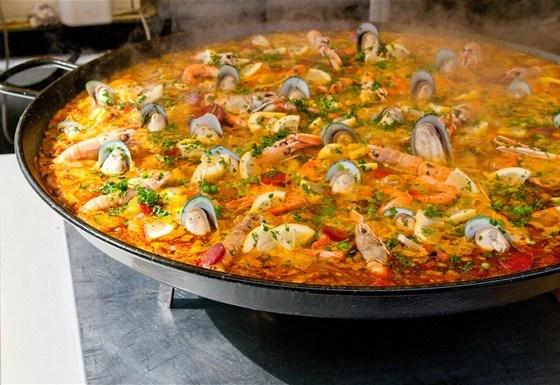 Паэлья с морепродуктами и чоризо