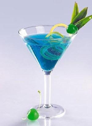 Коктейль «Голубая лагуна» с водкой