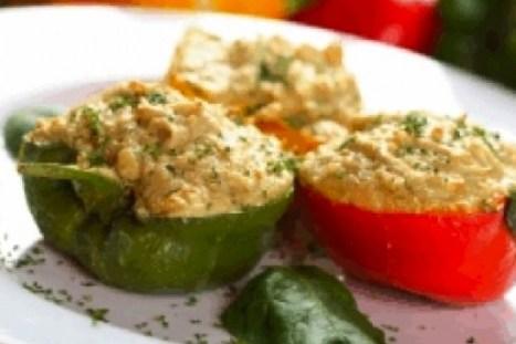 Перец, фаршированный куриным филе и овощами