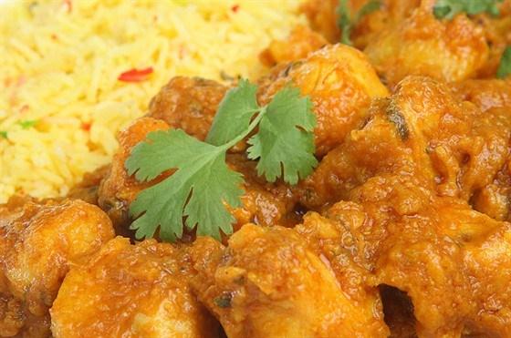 Курица в сливочном соусе карри с ананасом