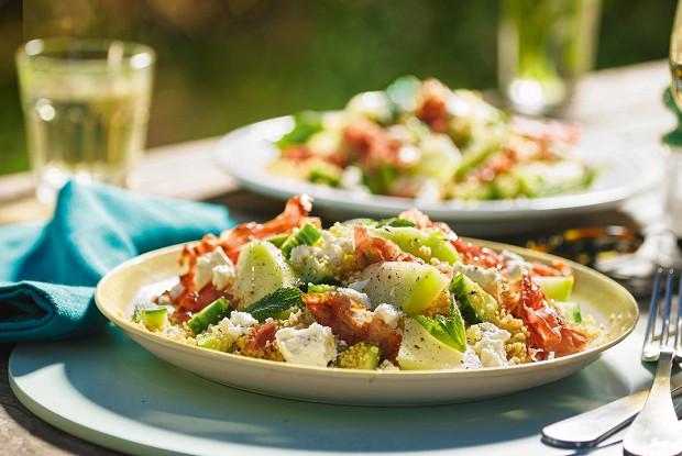 Салат с дыней и копченым окороком