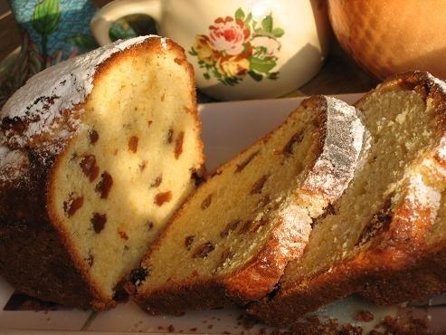 Фото к рецепту: Сметанный кекс с изюмом