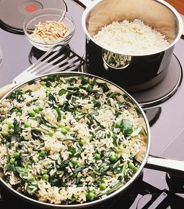 Итальянский рисовый салат с весенними овощами