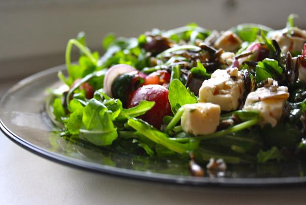 Салат с черешней и диким рисом