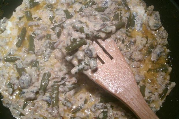 Зеленая фасоль с грибами в сметане