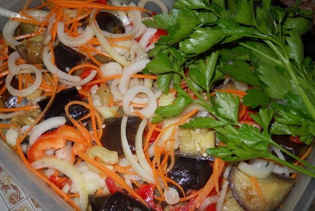 Баклажаны по-корейски с помидорами и болгарским перцем