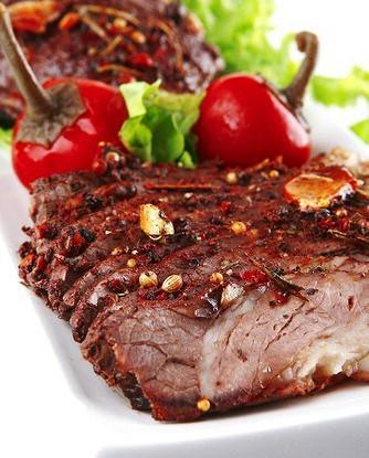 Ароматные говяжьи стейки с чесноком и перцем чипотле