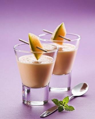 Дынный смузи с йогуртом и медом