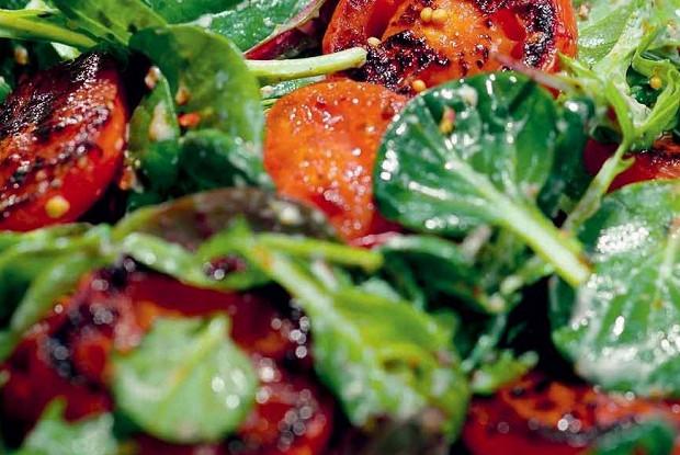Салат с жареными томатами