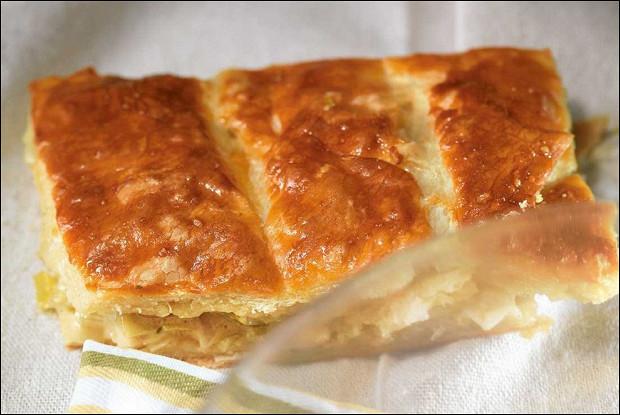 Пирог из порея и сыра грюйер