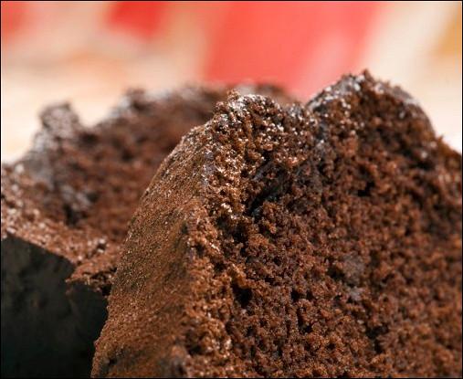 Пасхальный шоколадный пирог с ежевикой