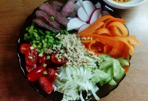 Острый овощной салат с говядиной