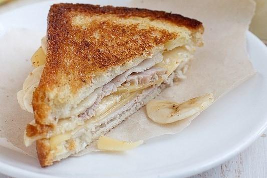 Сэндвичи с ветчиной, сыром и бананом