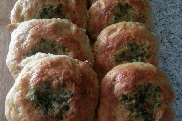 Ароматные чесночные булочки с зеленью