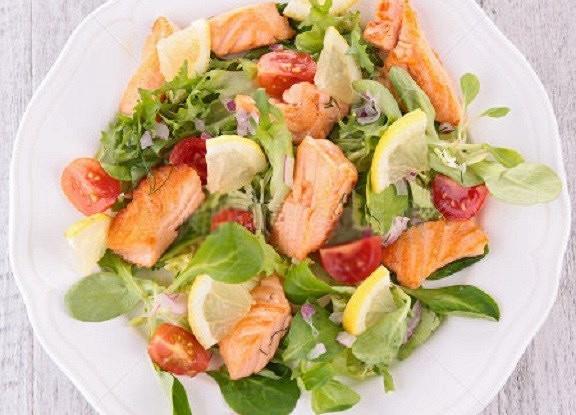 Теплый салат «Дары моря» из морепродуктов