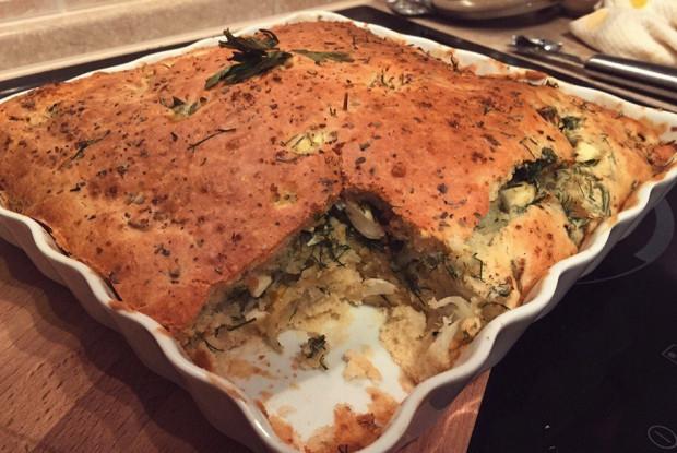 Пирог с брокколи, цветной капустой и зеленью