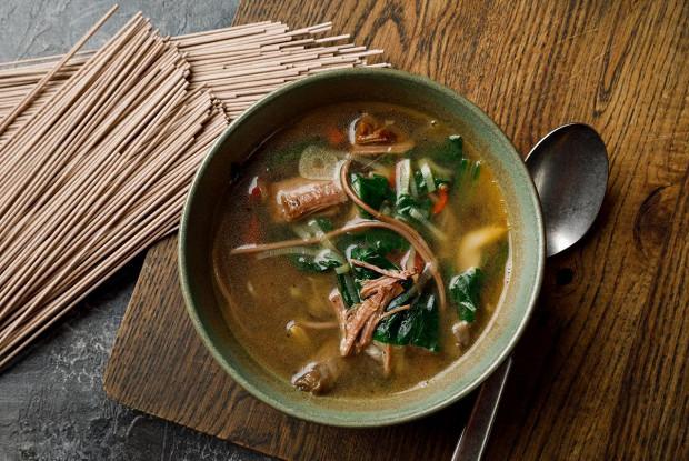 Горячий суп с копченым брискетом