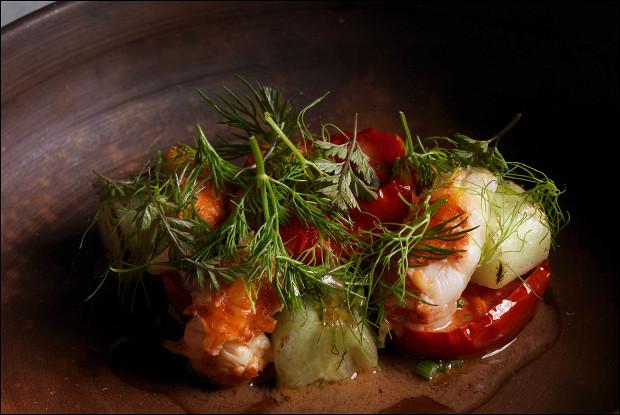Раки с бакинскими помидорами и жареными огурцами
