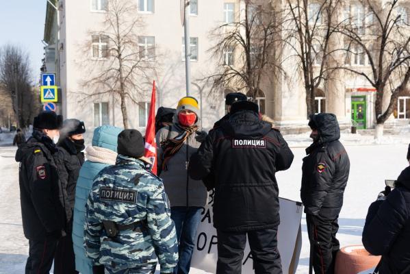 Акция коммунистов вНовокуйбышевске закончилась объяснениями вполиции