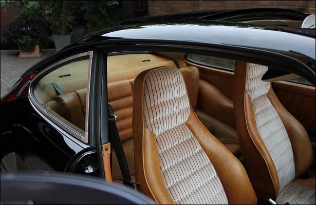 62c253283b7fd0d8b1a0c56c6f73b222 - Модель пожаловалась наиспорченное из-задешевого наряда сиденье Porsche