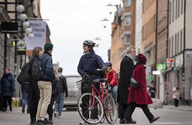 Вирус-загадка: «Пока чтостратегия Швеции терпит крах»