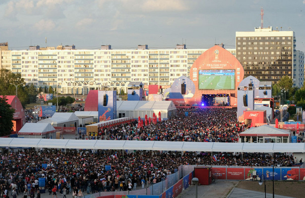 Второй день России: Какдесятки тысяч калининградцев оказались близки коргии, отмечая победу сборной