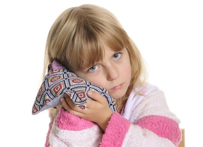 Ушки-неслушки, или почему у ребенка чешутся уши?