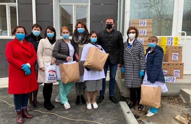 Партия гуманитарной помощи доставлена всамый крупный инфекционный госпиталь Приморья
