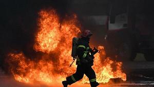 Завод «Серп иМолот» горит вМоскве
